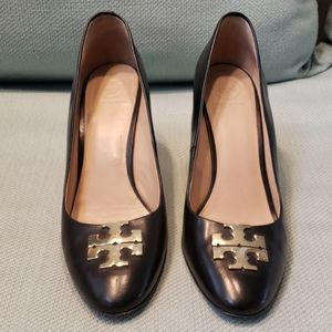 Tory burch black wedge size 9